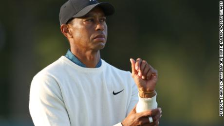 Tiger Woods slipped to a seven-over-par 77 in the second round of the US Open to miss the cut in the second major of the golf season.