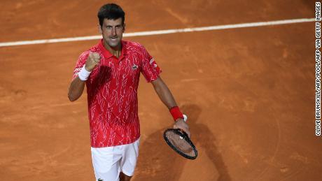 Djokovic célèbre son cinquième titre à l'Open d'Italie.