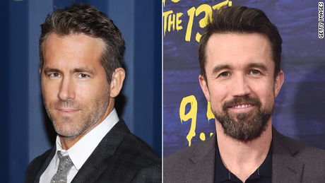 Ryan Reynolds (left) and Rob McElhenney (right) are in talks to buy Wrexham.