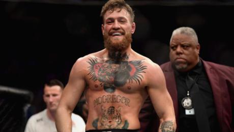 แม็คเกรเกอร์ยิ้มหลังการชกใน UFC