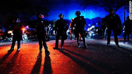 La colère éclate dans les villes américaines après la décision de mise en accusation dans l'affaire Breonna Taylor