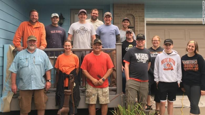 A teacher with terminal cancer wanted to repaint his house for his wife. A dozen people came to help