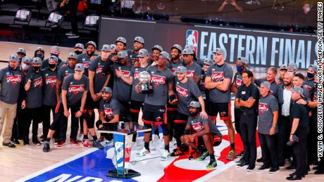 200929113657 miami heat eastern conference finals large 169 - เลอบรอนเจมส์ค้นพบวิธีใหม่ในการกำหนดความยิ่งใหญ่ในขณะที่เขาเสนอราคาเพื่อคว้าแชมป์ NBA Finals สมัยที่สี่ - C'mon