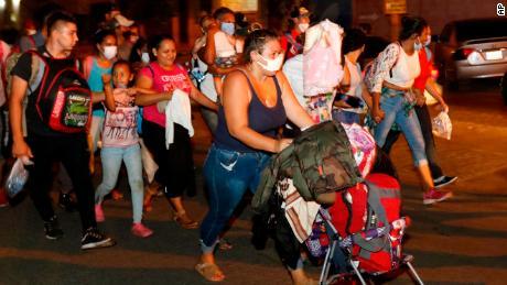 201001115328 02 honduras us immigration 1001 large 169 - กองคาราวานฮอนดูรัสมุ่งหน้าสู่สหรัฐฯเพื่อหลีกหนีความยากจนที่เกิดจากการแพร่ระบาด - C'mon