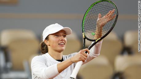 Swiatek ล้างแค้นความพ่ายแพ้อย่างหนักของเธอโดย Halep ใน French Open เมื่อปีที่แล้ว