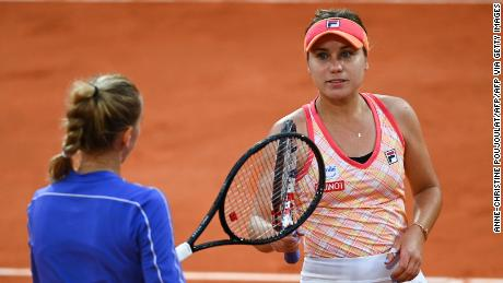 Kenin and Kvitova meet at the net following their French Open semifinal.