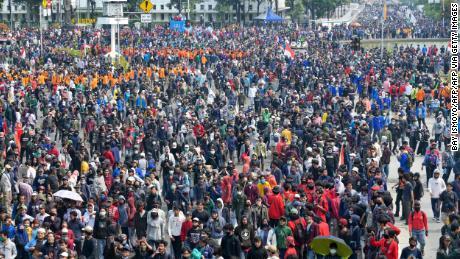 ผู้ประท้วงรวมตัวกันในกรุงจาการ์ตาเมื่อวันพฤหัสบดีเพื่อแสดงความไม่เห็นด้วยกับกฎหมาย