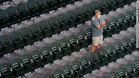 201013043540 01 baseball fans return restricted large 169 - MLB: ไม่มี 'เสียงฝูงชนปลอม' อีกต่อไปเมื่อแฟน ๆ กลับมาเป็นครั้งแรกนับตั้งแต่เดือนมีนาคม - C'mon