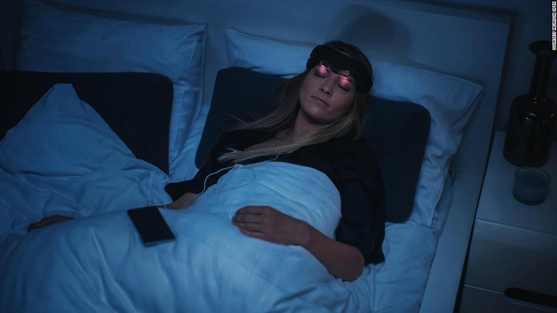 "Designed to do more than just help with jet lag, die <a href =""https://neuroon.com/"" teiken =""_ leeg&ampkwotasiet;>Neurooltamp;lt;/a> sleep mask uses sensors to analyze your sleep patterns ..."