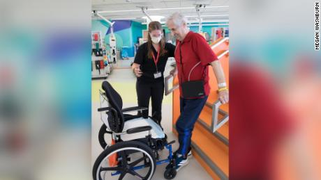 "James Talaganis began his Covid-19 rehab at Shirley Ryan AbilityLab in late August. After hours of daily therapy, his walking has measurably improved. ""My recovery — it's a miracle. Every day I feel better,"" Egli ha detto."