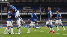 Everton célèbre après l'égalisation de Michael Keane.