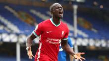 Sadio Mane célèbre après avoir donné l'avance à Liverpool.
