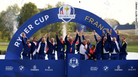 ٹیم یورپ 2018 میں رائڈر کپ جیتنے کے بعد جشن منا رہی ہے۔