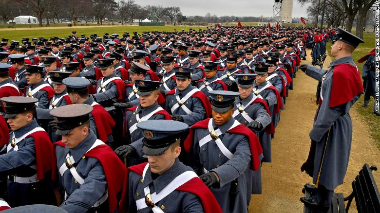 Después de que los cadetes alegan racismo en los informes de noticias, state orders review of Virginia Military Institute's culture