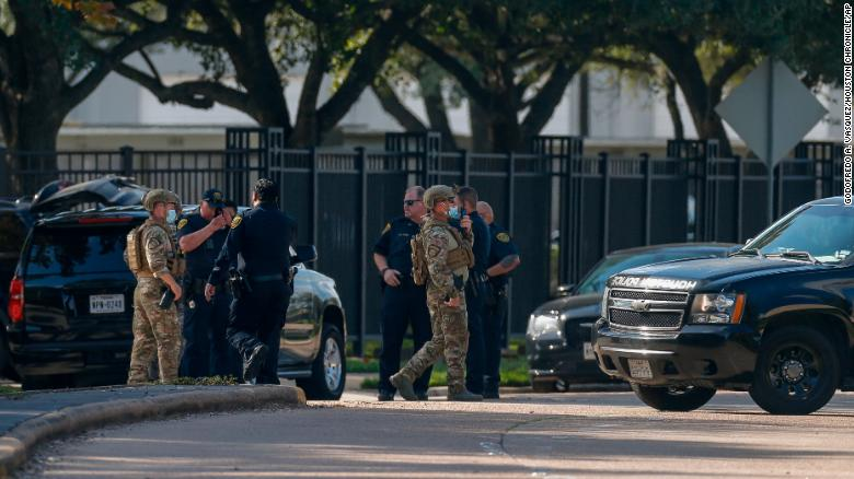 Houston police officer killed in apartment complex shooting