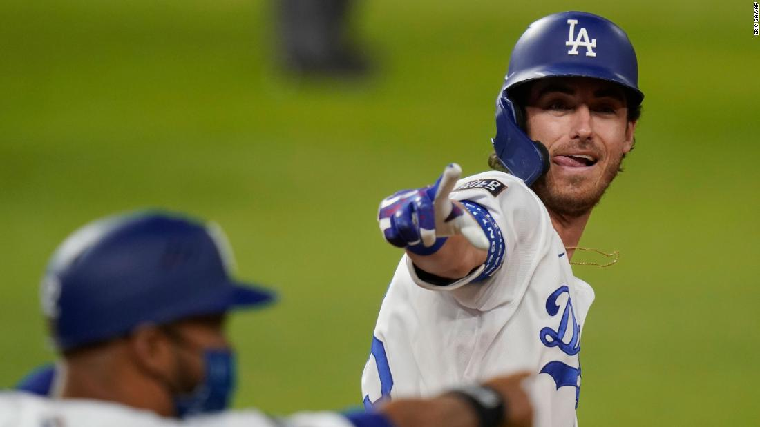 Los Angeles Dodgers' Cody Bellinger celebrates his two-run home run in the fourth inning of Game 1 화요일에, 십월 20. The Dodgers defeated the Rays 8-3 to take a 1-0 lead in the series.