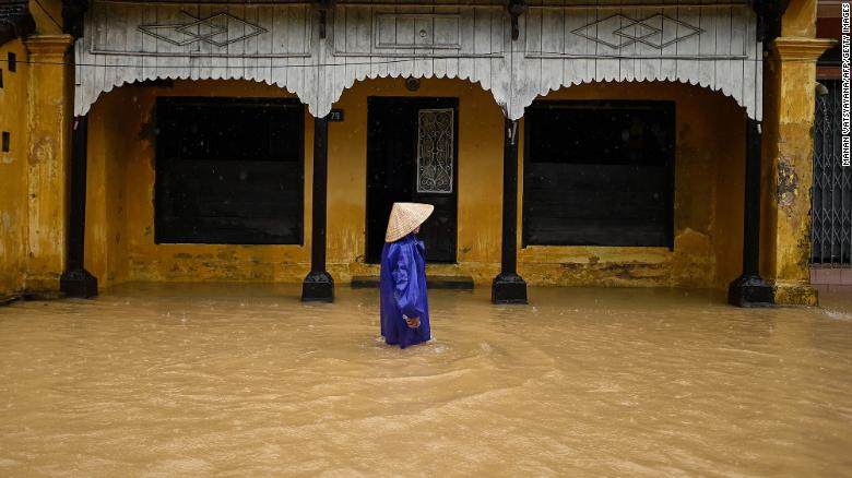 Más que 100 dead as Vietnam reels from 'worst floods in decades'