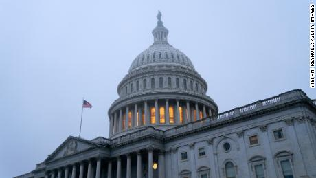 Americans wait as Congress stalls on pandemic relief