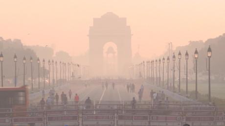 Pollution and Covid-19: Delhi hit by 'double whammy'