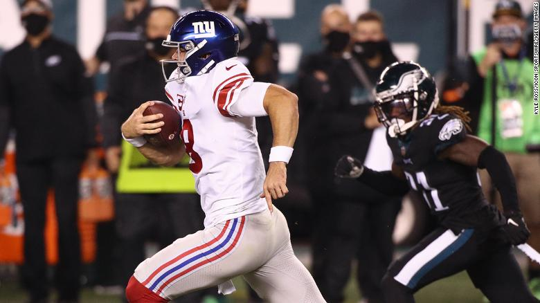 New York Giants quarterback Daniel Jones tackled by the turf after 80-yard run