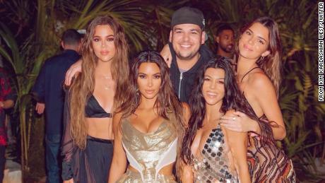 Kim Kardashian critiquée pour une escapade tropicale à l'occasion de ses 40 ans — Coronavirus