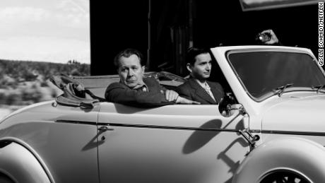 Gary Oldman as Herman Mankiewicz with Sean Persaud in 'Mank' (Gisele Schmidt/NETFLIX)