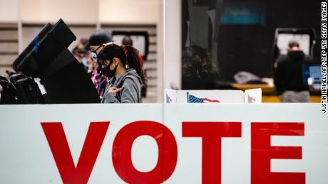 Fact-checking Texas Republicans' attacks on Harris County voting procedures