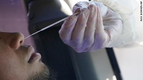 به دلیل اینکه جو بایدن از گروه ویژه ویروس کرونا استفاده می کند ، ایالات متحده بار دیگر از 100000 مورد جدید روزانه پیشی می گیرد