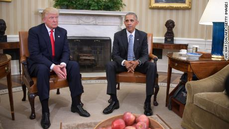 US President Barack Obama meets with President-elect Donald Trump to update him on transition planning in the Oval Office at the White House on November 10, 2016 in Washington,DC.  / AFP / JIM WATSON        (Photo credit should read JIM WATSON/AFP via Getty Images)
