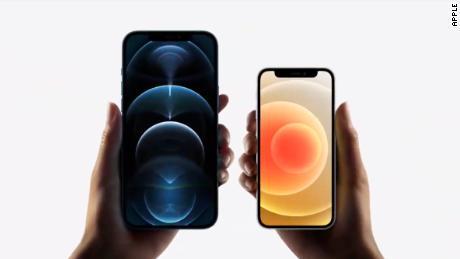 جدیدترین و کوچکترین آیفون اپل احساس یک گام به عقب را دارد.  یا آن را دوست خواهید داشت و یا از آن متنفر خواهید شد