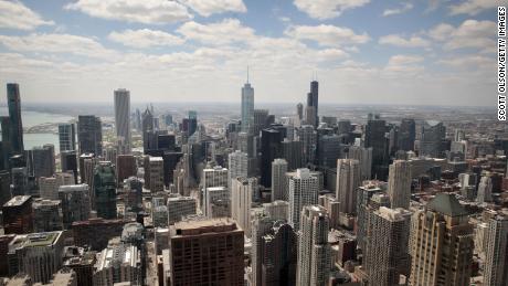 شیکاگو مشاوره اقامت در خانه را صادر می کند و به ساکنان می گوید جشن های سنتی شکرگذاری را لغو کنید