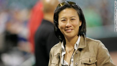 Miami Marlins assume Kim Ng come direttore generale. Lei's the first woman and first Asian American GM in MLB history