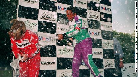 Hamilton tuvo un gran éxito como junior en karting, y Ron Dennis firmó con McLaren a la edad de 13 años.