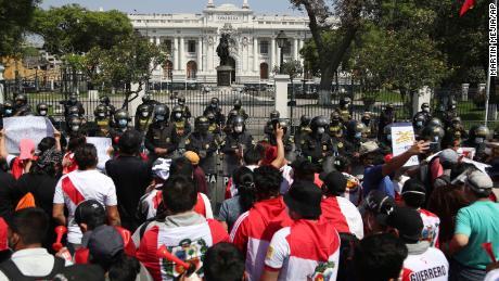 پیرو کے عبوری صدر نے صرف پانچ دن کے بعد استعفیٰ دے دیا