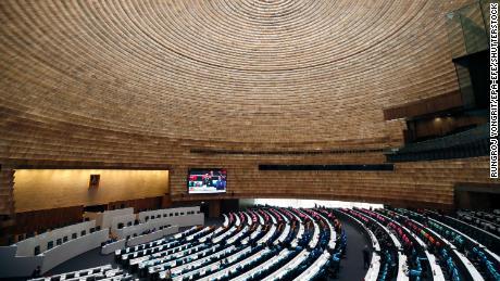 สมาชิกรัฐสภาไทยเข้าร่วมการลงคะแนนเกี่ยวกับการเสนอแก้ไขรัฐธรรมนูญที่รัฐสภาในกรุงเทพฯประเทศไทย 18 พฤศจิกายน 2563