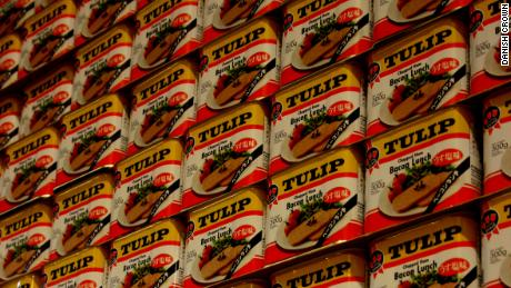 Cans of Tulip Pork Luncheon Meat seen at a Danish Crown plant in Vejle, Denemarke.