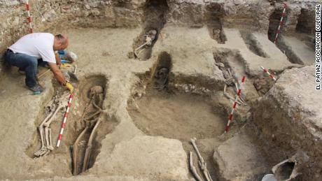 اسپین میں ماہرین آثار قدیمہ کو قدیم اسلامی نیکروپولیس میں 400 مقبرے ملے ہیں