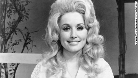 Dolly Parton poses for a portrait around 1972.