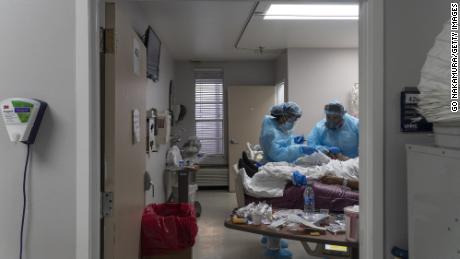 مقامات نگران ظرفیت بیمارستان هستند زیرا ایالات متحده رکورددار تعداد بیماران Covid-19 در بیمارستان است