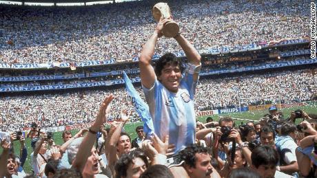 ڈیاگو میراڈونا نے 1986 میں ورلڈ کپ ٹرافی حاصل کی تھی۔