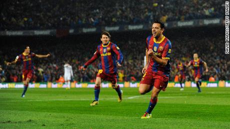اس رات بارسلونا کے لئے زاوی ہرناڈیز نے پہلا گول کیا۔