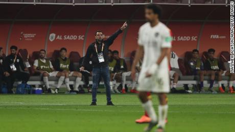 زاوی ، جن کے بہت سے لوگ بارسلونا کے اگلے مینیجر ہونے کی توقع کرتے ہیں ، وہ 2015 میں قطری کی طرف سے السد میں چلے گئے ، اور سنہ 2019 میں منیجر کا عہدہ سنبھال لیا۔