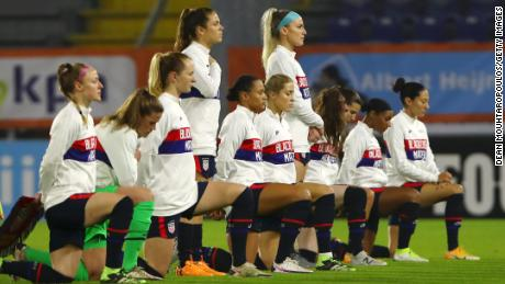 The USWNT wore '黑人的命也是命' on uniforms in a statement to 'affirm human decency'
