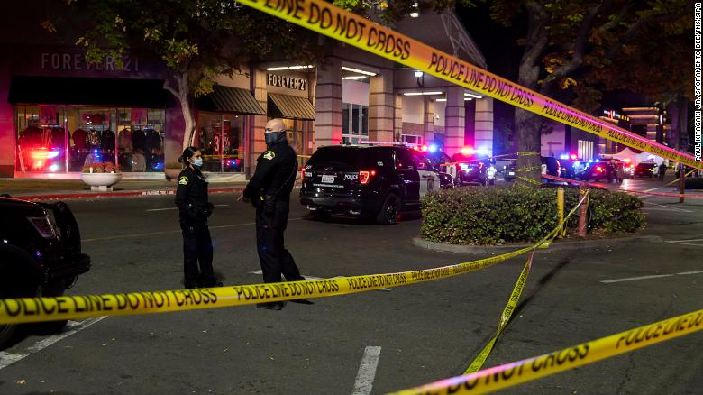A suspect in Friday's deadly Sacramento mall shooting has been arrested, 警察说