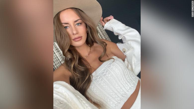 Instagram influencer Alexis Sharkey was found dead near a Houston interstate, 警察说