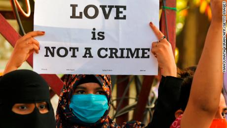 Indian Muslim student arrested for allegedly trying to convert Hindu woman under controversial 'love jihad' wetgewing