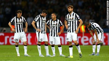 Dejected Juve players after Barcelona scores its third goal in the 2015 Champions League final.