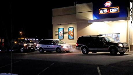 Al di sopra di 900 cars paid for each other's meals at a Dairy Queen drive-thru in Minnesota