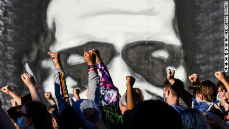 TOPSHOT - People raise their hands as they protest at the makeshift memorial in honour of George Floyd, on June 4, 2020 in Minneapolis, Minnesota. - On May 25, 2020, Floyd, a 46-year-old black man suspected of passing a counterfeit $20 bill, died in Minneapolis after Derek Chauvin, a white police officer, pressed his knee to Floyd's neck for almost nine minutes. (Photo by CHANDAN KHANNA / AFP) (Photo by CHANDAN KHANNA/AFP via Getty Images)