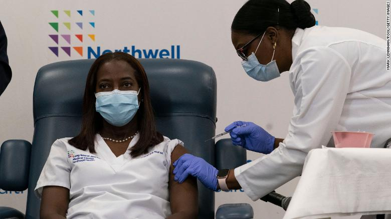 Nearly one third of Black Americans remain hesitant to get Covid-19 vaccine, 연구 결과